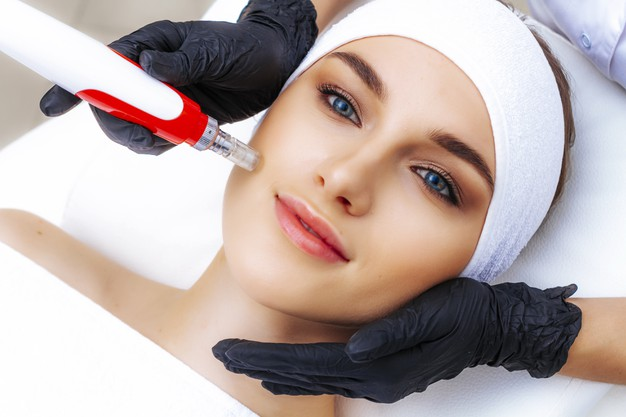 photo dermapen apparatus hands beautician non injection mesotherapy procedure 73197 513